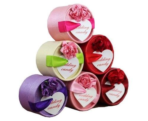 Cajas de Dulces con Rosas y Etiquetas